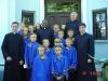 wspólne zdjęcie po Mszy św przed plebanią