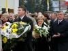 delegacje składaja kwiaty